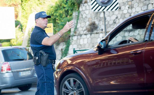 Háromszor integettünk a Monte Carlói rendőrnek