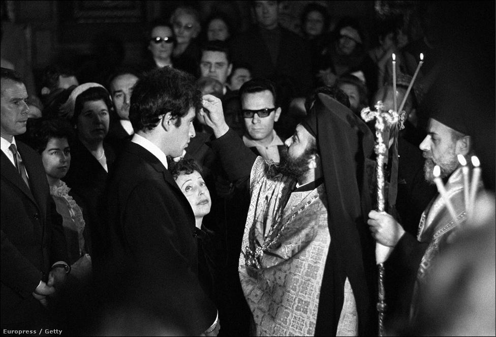 1962-ben másodszor is megházasodott, egy 27 éves görög származású énekes, Theo Sarapo lett az új férje. Sarapo eredetileg Piaf egyik utolsó pártfogoltja volt, a végső években közösen léptek fel Piaf turnéin. A média akkoriban elég sokat írt arról, hogy Sarapo csak a pénz miatt házasodik össze az egyre gyengülő énekesnővel.