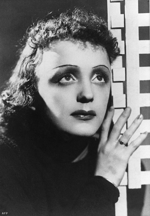 Egy 1955-ös portrén. Az '50-es évek második felében kezd énekelni a párizsi Olympia színházban, amelyet még a 19. században építettek, és gyakorlatilag Piaffal nyitott újra. Közben tovább romlik az egészségi állapota, az évtized végére még az a hír is elterjed, hogy meghalt. Közben stockholmi koncertje után májrákot diagnosztizálnak nála.