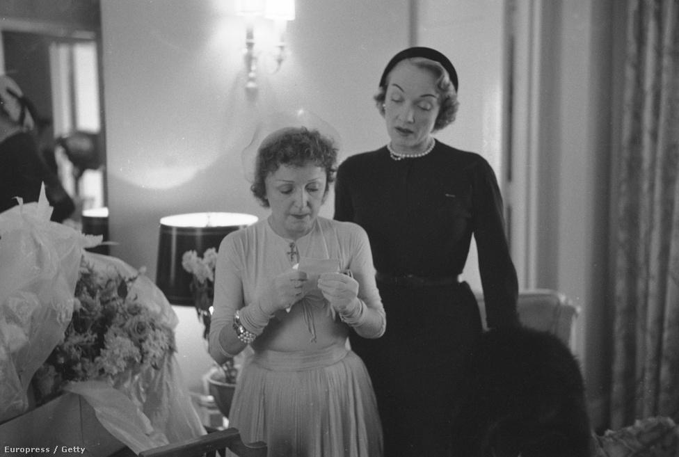 A nagy szerelem és számos szerető után Piaf 37 évesen döntött úgy, hogy megházasodik, az első férej Pills lett. Marlene Dietrich, német-amerikai színész kísérte az oltárhoz, a képen az esküvőre készülődnek.