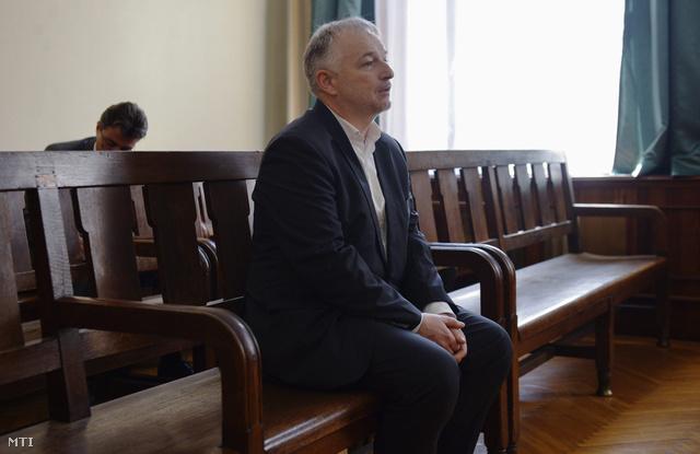 Hernádi Zsolt a Fővárosi Törvényszék tárgyalótermében