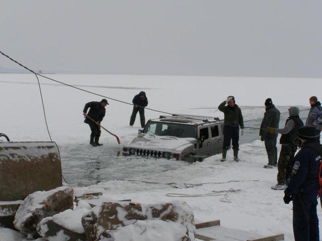 A Balaton befagyott jegén is megpróbáltak már átkelni, de ez nem volt túl sikeres próbálkozás.