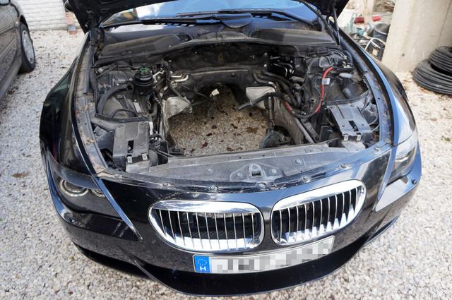 Azért ez elég szomorú látvány. Az új motor beépítése is több százezer forint lenne