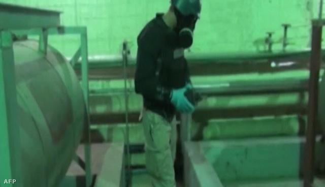 OPCW-s ellenőr dolgozik egy titkos szíriai helyszínen