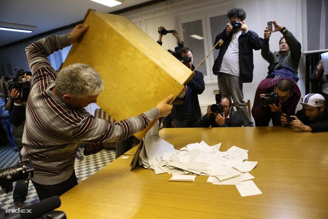 Szavazatszámlálás Baján, Szeptember 13-án