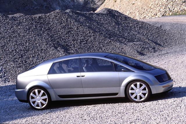 GM HyWire: amellett, hogy tüzelőanyag-cellás, teljesen drive-by-vire rendszerű is volt