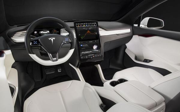 Hasonlóan egyszerű lesz belül a szabadidőautó, mint a Model S