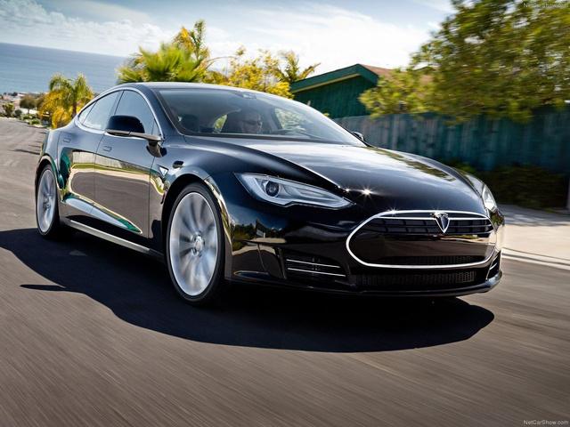 Volt már, aki 500 kilométernél többet ment egy Model S-sel