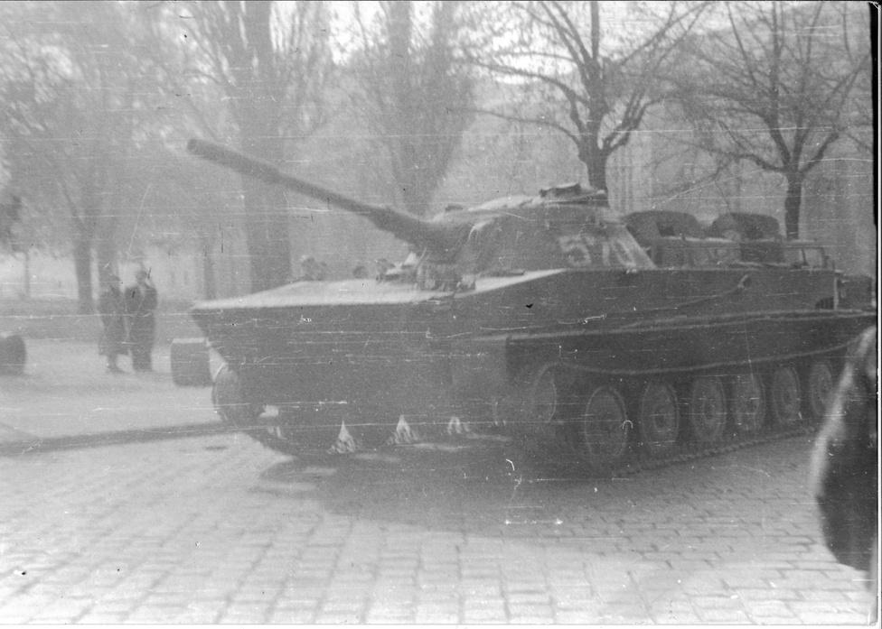 Egy tank a Köztársaság téren