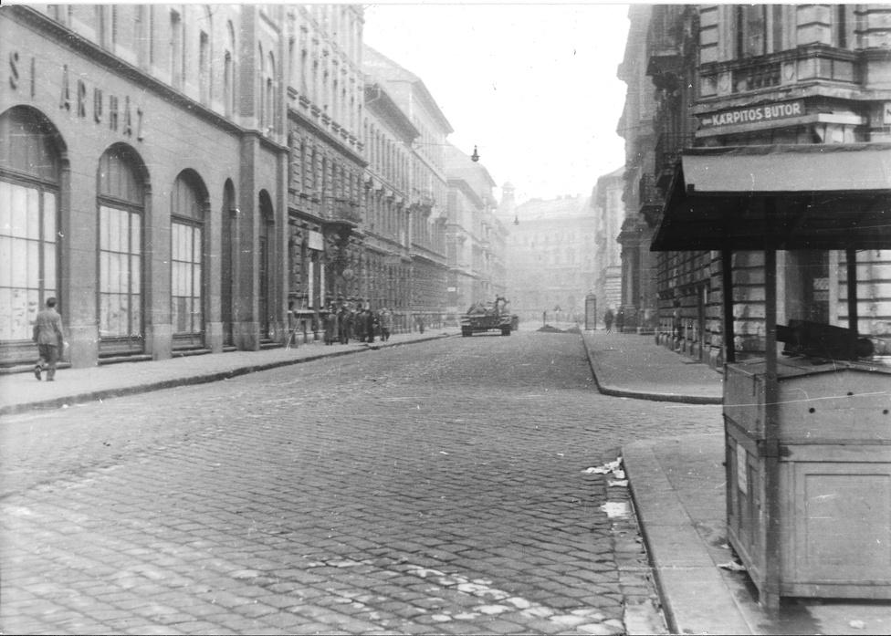 Barcsay utca (a Nagykörút felől, háttérben az Almássy tér)
