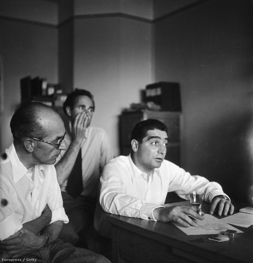 1947 környéke, a Magnum fotóügynökség alakulásának pillanatai, a háttérben a svájci Werner Bischof, aki elsőként csatlakozott az ügynökséghez