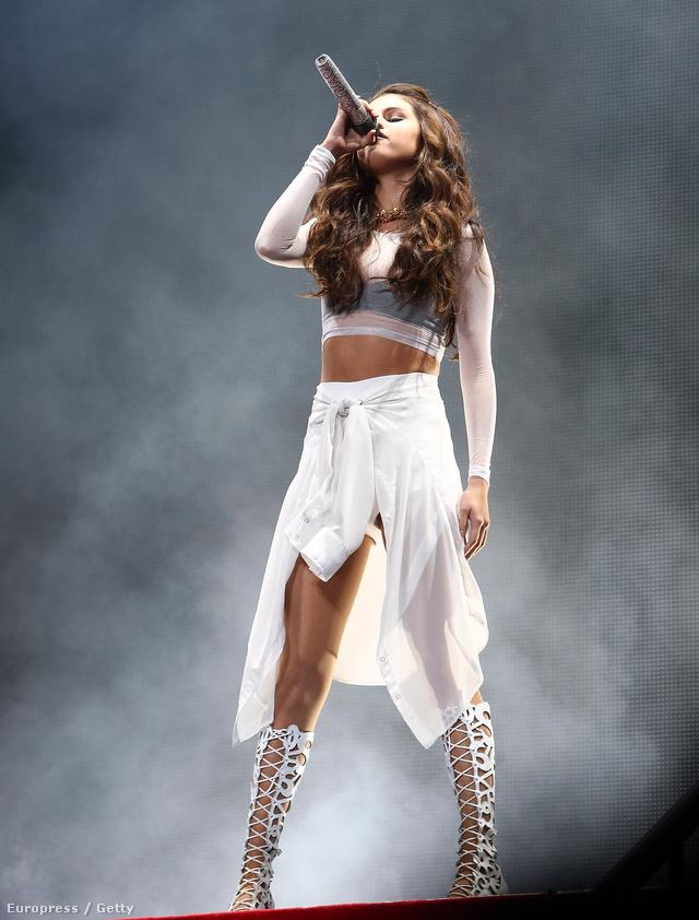 Selena Gomeznek rettenetesen jó teste lett