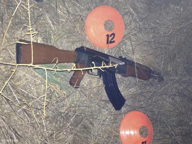 A Sonoma Megyei Seriffhivatal felvétele a játékfegyverről, amit a fiú a kezében tartott.