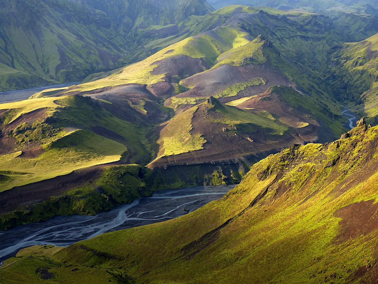 Az ember csak néz, mint a moziban: Izlandon páratlanul szép tájak találhatók, éspedig nem egy-két helyen, hanem tömegével. Kilátás a Bard-hegyről, ami a híres Katla vulkán közelében áll