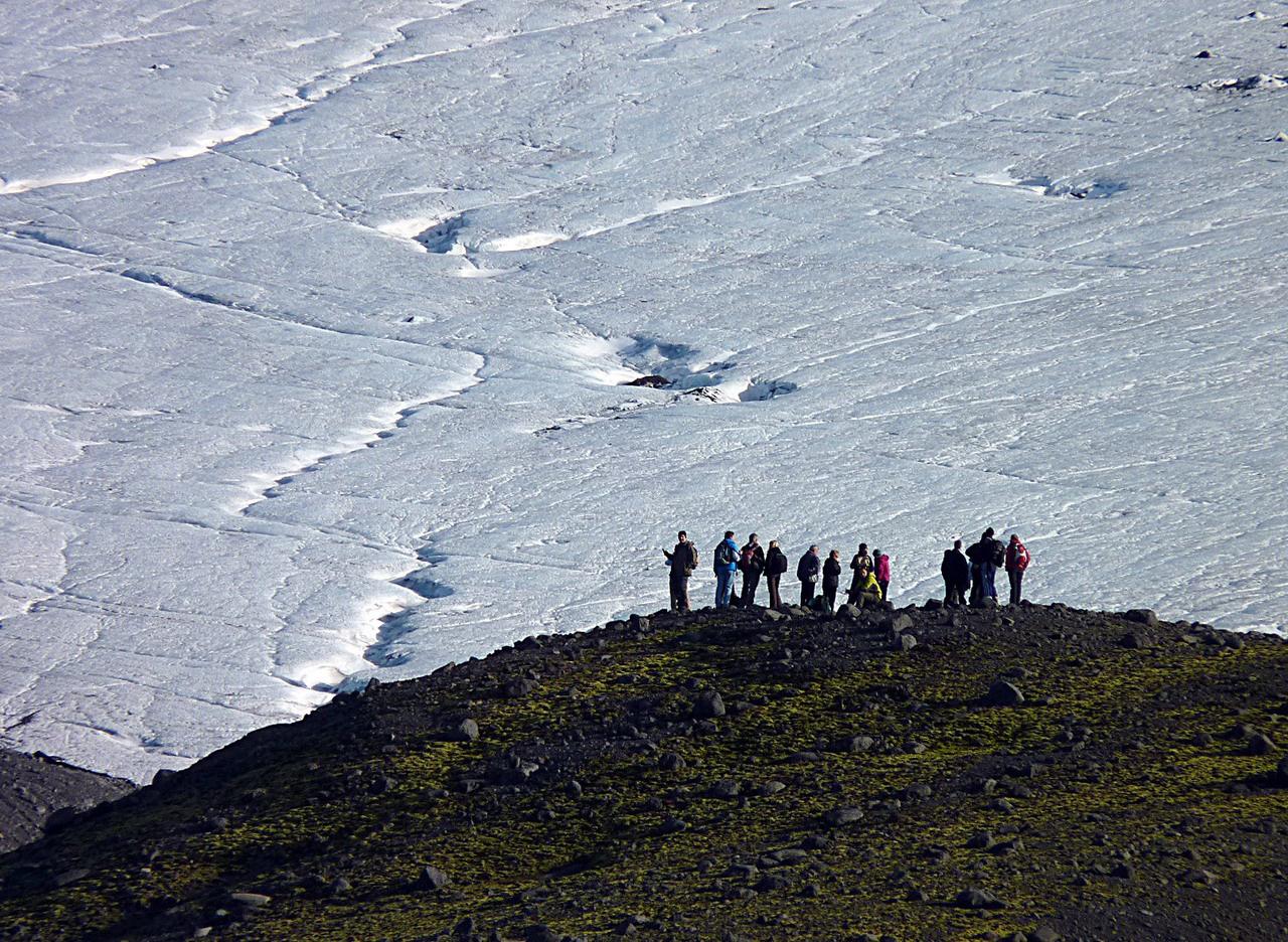 Gleccsernézőben. Izlandon található Európa legnagyobb összefüggő jégmezője, a Vatnajökull, amelynek felülete 4500 négyzetkilométer, vastagsága pedig helyenként az egy kilométert is eléri