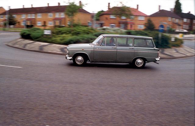 Ma is megállja helyét a forgalomban az 1965-ös Super Minx kombi