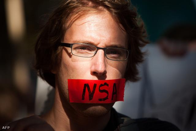 A lehallgatási botrány tiltakozási hullámot indított el