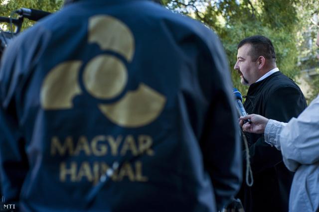 Kisgergely András, a Magyar Hajnal Párt elnöke sajtótájékoztatót tart
