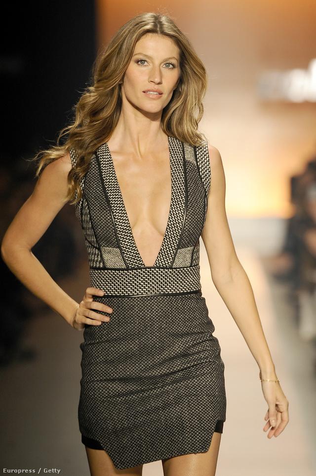 A brazil modell a São Paulo-i divathéten a Colcci divatbemutatóján vonulhatott végig a kifutón.