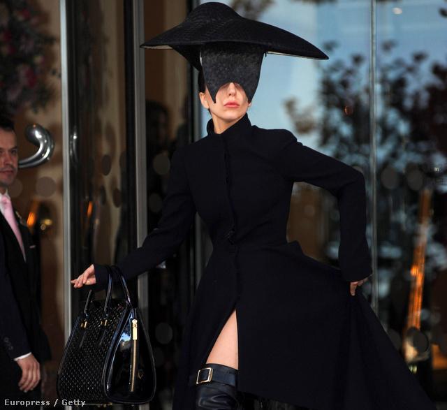 Lady Gaga Londonban október 30-án