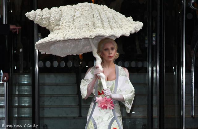 Lady Gaga Londonban október 31-én