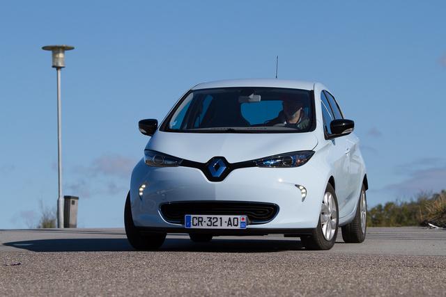 A Renault tudta: kissé kevésbé hétköznapi forma kell a Zoénak, de azért még az emészthetőség határain belül