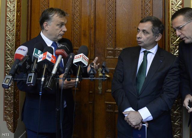 Orbán Viktor és Henri Malosse, az Európai Gazdasági és Szociális Bizottság elnöke a találkozót követő sajtótájékoztatón, a Parlamentben.