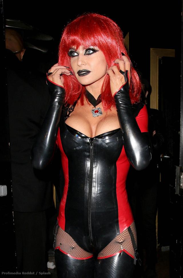 Carmen Electra szemből