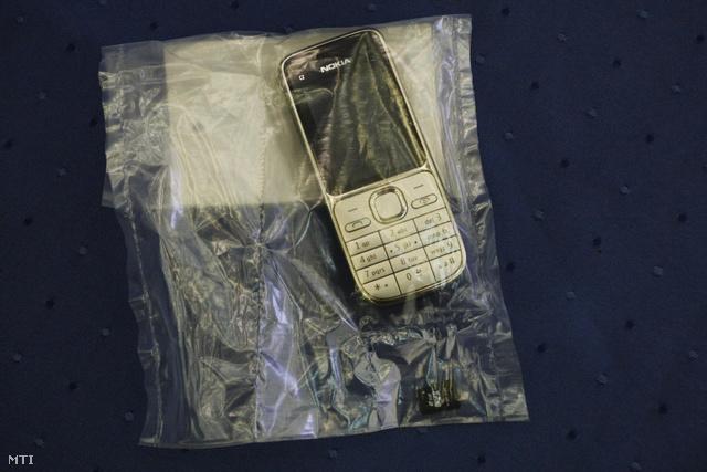 A bajai videofelvétel készítéséhez használt, bűnjelként elkobzott mobiltelefon