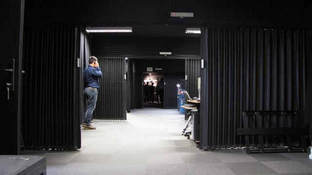 Huszonöt méteres folyosó végén található a tesztpad. A másik oldalon a mérőberendezések kaptak helyet