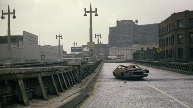 Elhagyott Camaro a West Side Higway-en 1975-ben