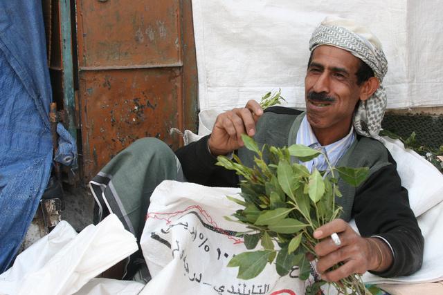Katot rágó jemeni férfi 2009-ben
