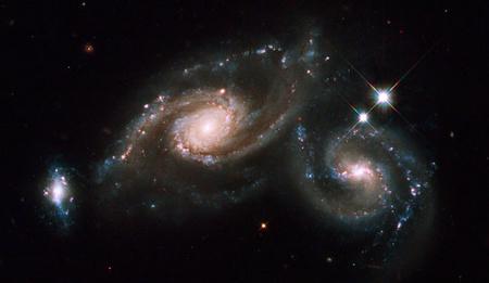20090405-az-arp-274-galaxiscsoportot-fenykepezte-a-hubble-1
