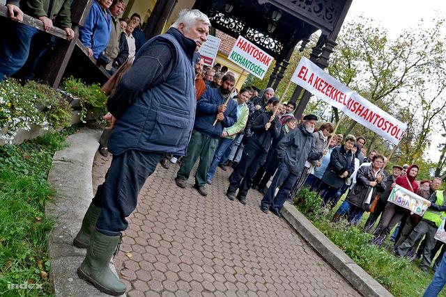 Tüntetők Kishantoson november 4-én