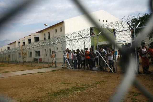 Menekültek egy görög táborban