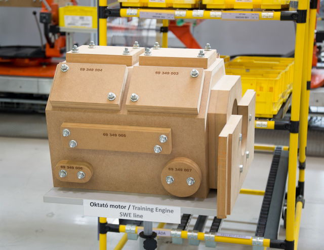 Így néz ki egy famotor összerakva. V4, vagy V8?