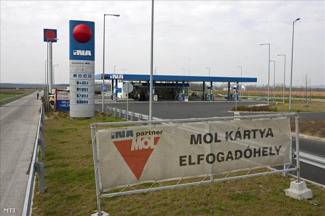 INA-benzinkút az M7-es autópályánál, Zalakomár közelében