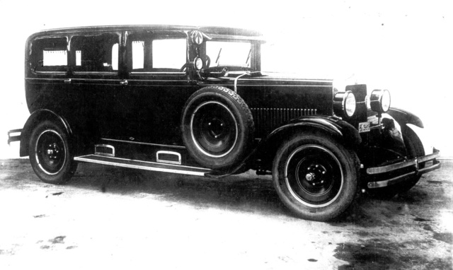Belső kormányos, luxus kivitelű Magosupersix Metallokarosszériával                          a 30-as évek elejéről (Fotó: Zsuppán-gyûjtemény)