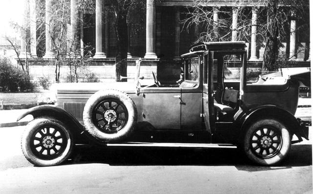 Magosix landaulet Metallo karosszériával Piltzer György szabadalma szerint 1929-ből. Felhajtható pótülések és szócső a sofőrhöz egészíti ki ezt a különleges modellt                          (Fotó: Collection Burányi)
