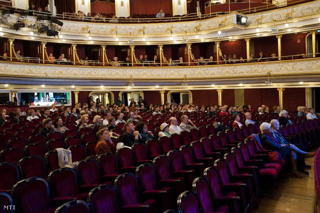 A Budapesti Operettszínház társulati ülése 2013. szeptember 19-én.