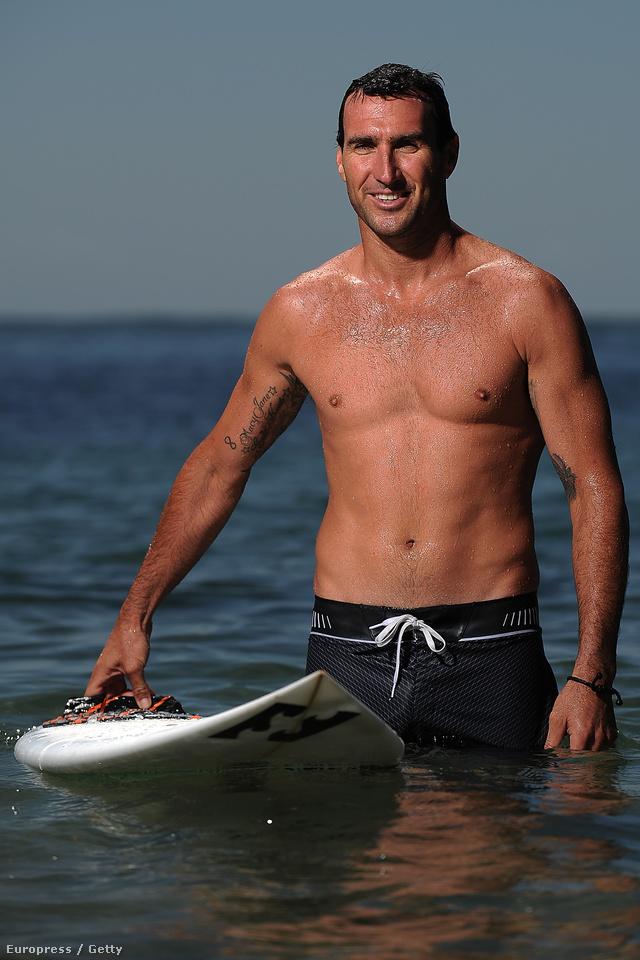 Ausztrália szörfbajnoka a vízben