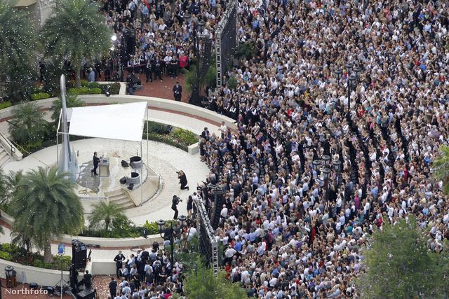 A 35 négyzetméter alapterületű katedrálist 6000 érdeklődő előtt avatták fel, és csak azért építtették fel, hogy abban a szektavezér L. Ron Hubbard 1970-es évekbeli hagymázas álmainak megfelelően szuperképességekkel bíró szcientológusokat képezzenek.