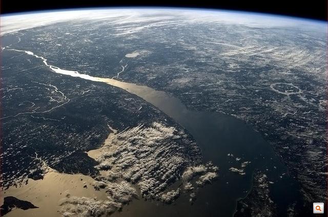 Chris Hadfield fotói az ISS fedélzetéről a Nagyképben. Kattintson!