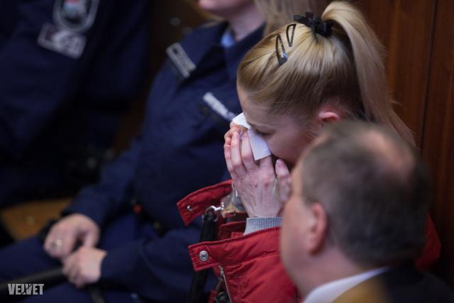 Rossz anyasága is szóba került (korábbi férje, Erik Fischer tette ezt szóvá tavalyi vallomásában), erre a vádlott elsírta magát. Pénteken fokozódhat a keserűsége, nehéz lesz elkerülnie a börtönéveket.