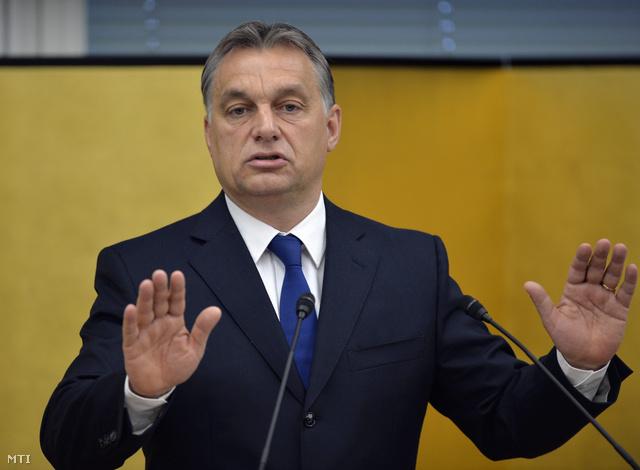 Orbán Viktor Japánból küldi a pozitív híreket