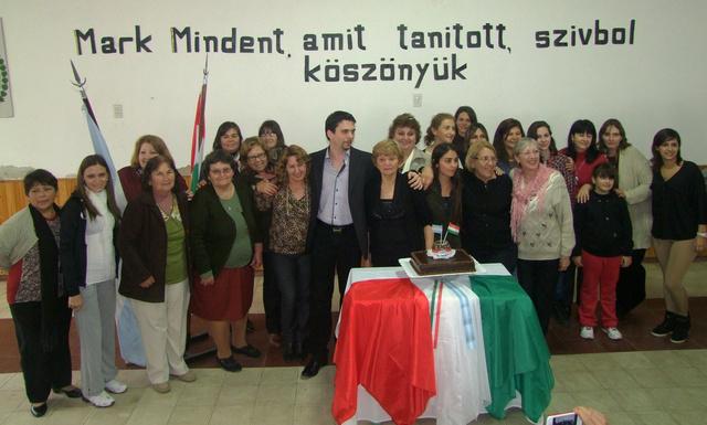 A búcsúztatásomra rendezett ünnepség. 80 év kihagyása után került a falra újra magyar szó. Így elnézhető a hiba.