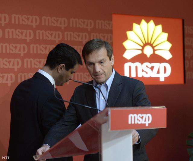 Mesterházy Attila (b) és Bajnai Gordon az MSZP választmányi ülése után tartott sajtótájékoztatón.