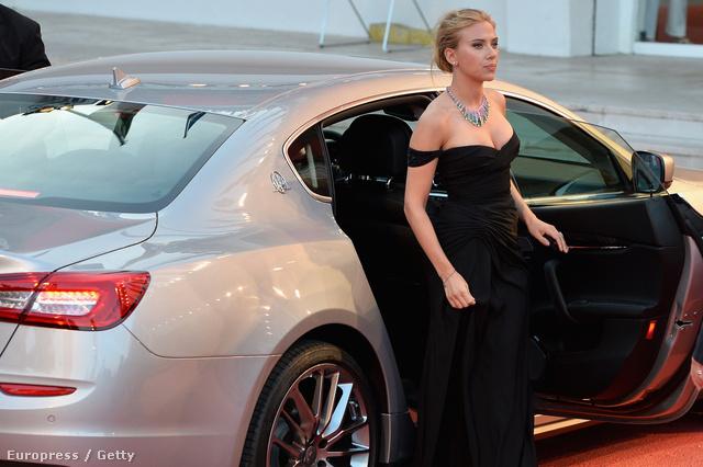 Scarlett Johansson elindul
