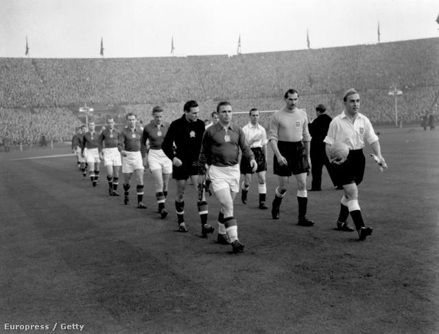 Bevonulás a Wembley Stadionba