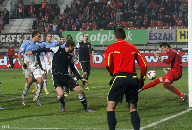 A Diósgyőr második egyenlítő gólja az OTP Bank Liga 15. fordulójában játszott a Diósgyőri VTK - Videoton FC labdarúgó-mérkőzésen (2-2) a miskolci DVTK Stadionban 2013. november 24-én.